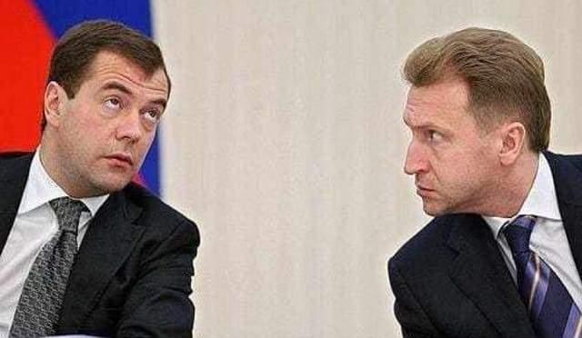 Премьер Дмитрий Медведев и вице-премьер Игорь Шувалов