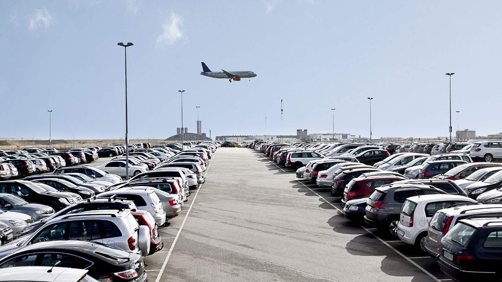Платная парковка рядом с аэропортом